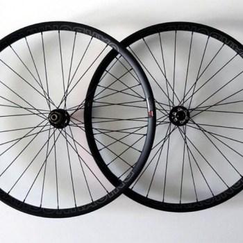 Carbon MTB 29-er wielen met Novatec naven en 6 bouts bevestiging voor schijfremmen