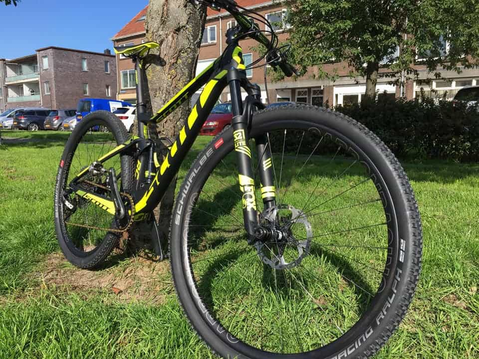 Scott full suspension met carbon MTB wielenScott full suspension met carbon MTB wielen