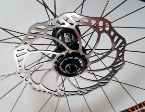 Bevestiging DT Swiss remschijf adapters waarmee je 6 gaats remschijven op centerlock kan bevestigen.