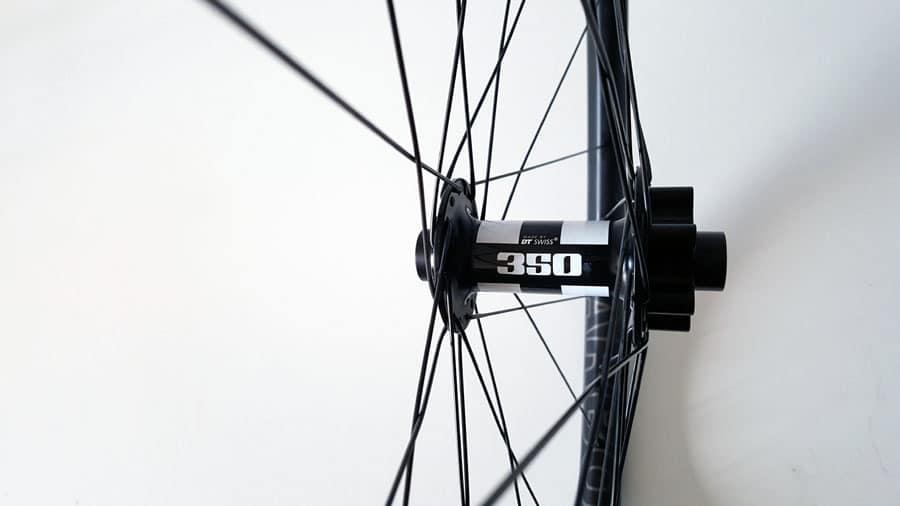 carbon MTB wielen met DT Swiss 350 Boost Spec voornaaf