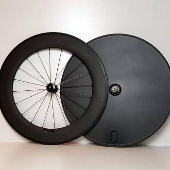 TD tijdrit wielset met gespaakt voorwiel en gesloten achterwiel