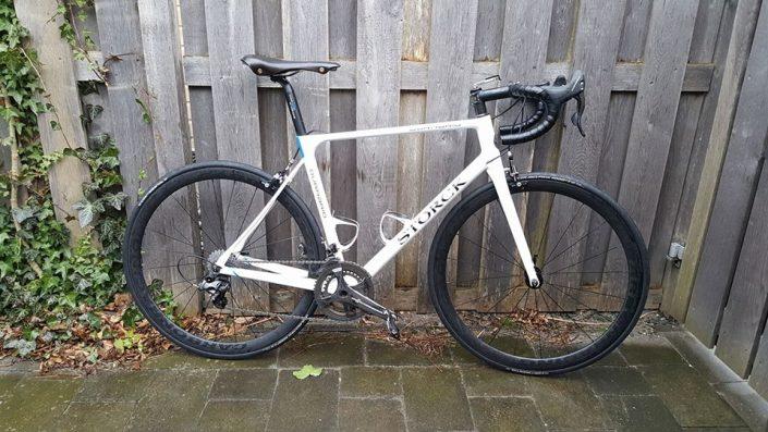 Storck fiets uitgevoerd met 38,, hoge velgen en Hope RS4 naven