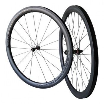 CR2-44 carbon wielen met Novatec naven