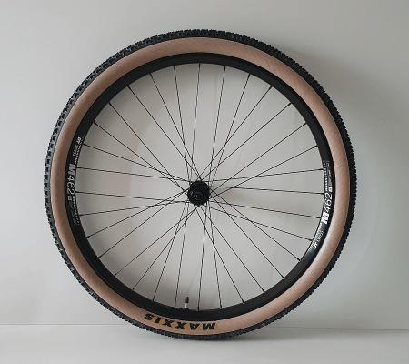 Alu MTB wiel met DT M462 velg